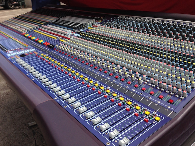 Midas Heritage 3000 48 ch. Console w/2 PS & ATA case and cover