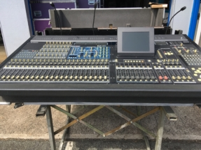 Yamaha PM5D-RH Digital Mixing Console w/2 PS; ATA case and cover
